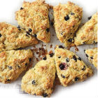 Oatmeal scones with raisins and red lentils